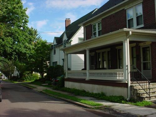 328 Jefferson Street Photo 1