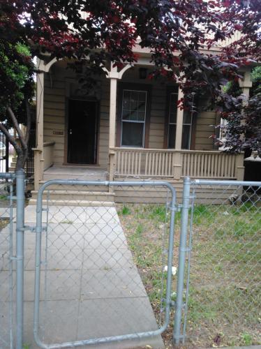 533 W Oak Street Photo 1