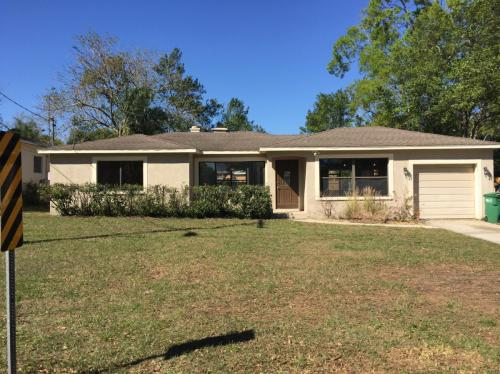 909 Country Club Drive Photo 1