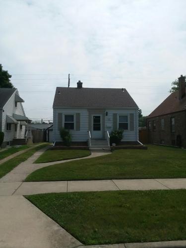 7331 Jefferson Avenue Photo 1
