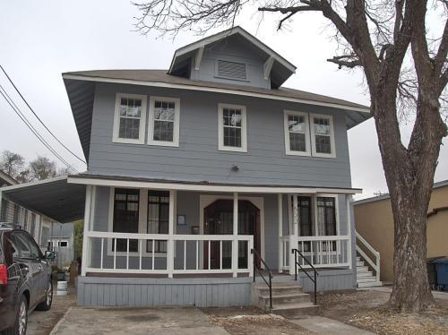 532 W Mistletoe Avenue Photo 1