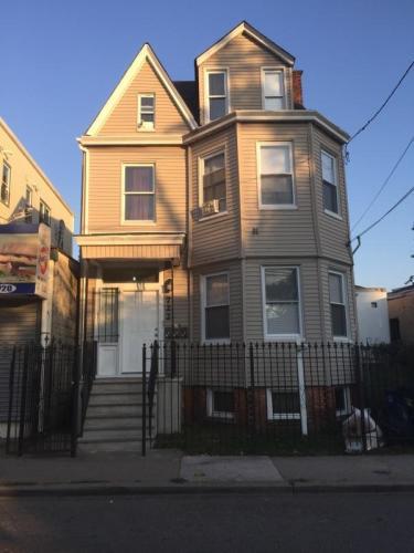 722 Grove Street Photo 1