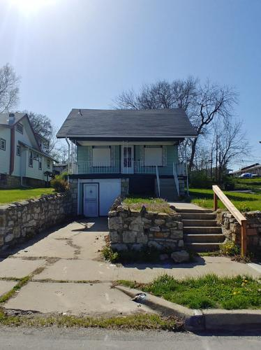 3212 Cypress Avenue Photo 1