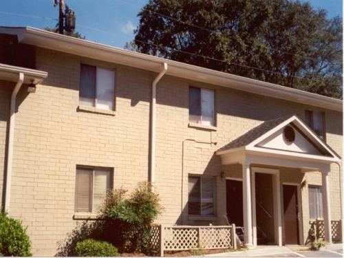 469 Oakdale Road NE Photo 1
