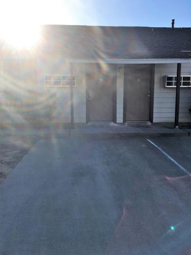 106 N Lacy Drive Photo 1