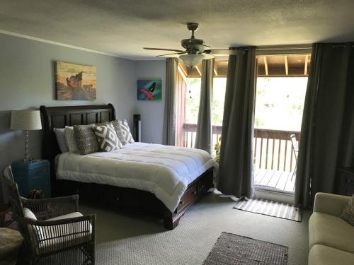 208 Lakeside Villa Photo 1