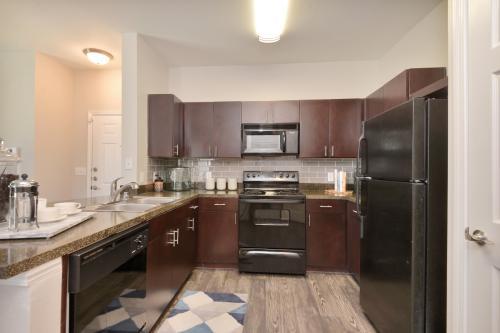 Stoneleigh Apartments Photo 1