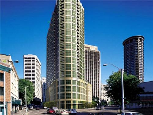 Metropolitan Tower Photo 1