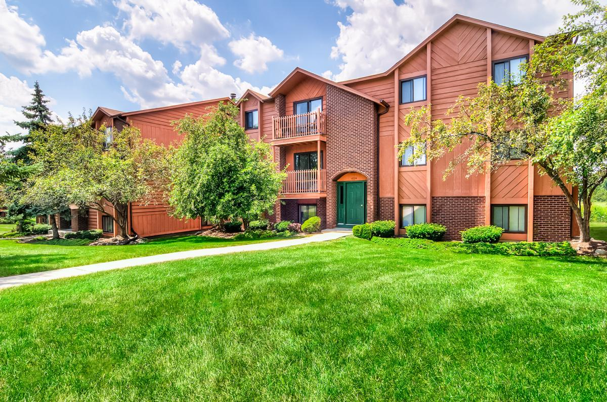 Broadmoor Country Club Apartments Photo 1