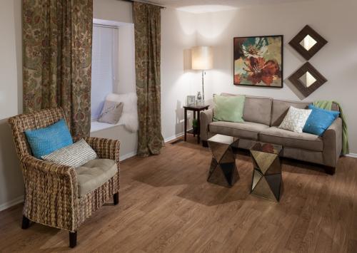 Ardsley Ridge Townhomes & Apartments Photo 1