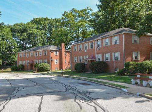 Knollwood Apartments Photo 1