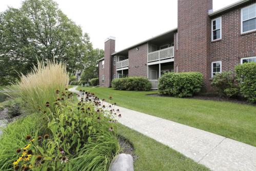 The Lakes of Schaumburg Apartments Photo 1