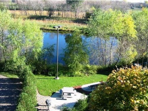 Creekside Apartments Photo 1