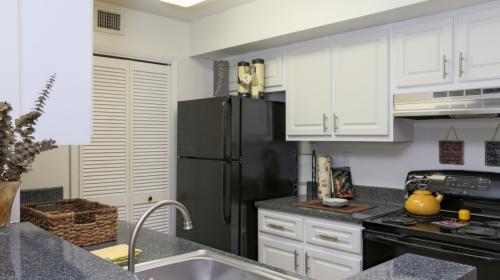 Emerald Bay Club Apartments Photo 1