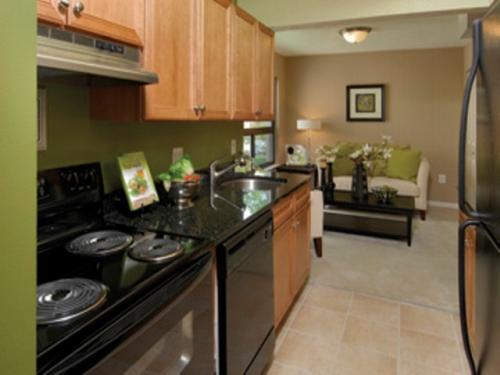 Glen Oaks Apartments Photo 1