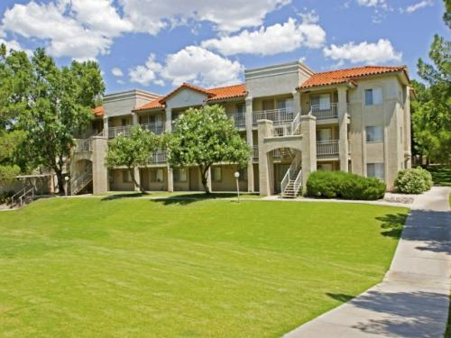 Hilands Apartment Homes Photo 1