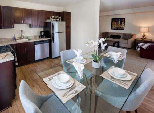 Country Club Apartments Photo 1