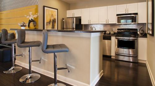 The Hamptons at Southpark Apartments Photo 1