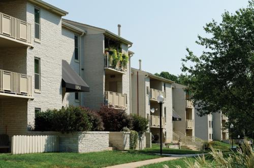 Annapolis Roads Apartments Photo 1