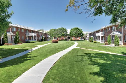 Lake Grove Apartments Photo 1