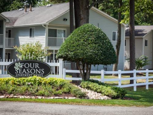 Four Seasons A Photo 1