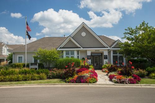 Farmington Lakes Apartment Homes Photo 1