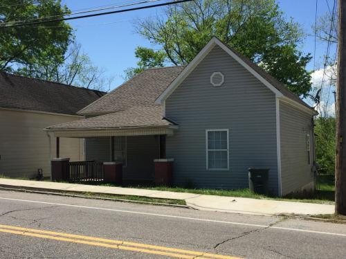 2405 N Chamberlain Avenue Photo 1