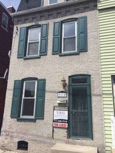 915 Blunston Street Photo 1