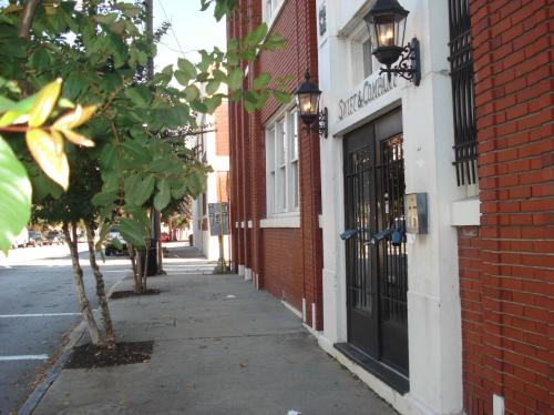 244 Peters Street SW 6 Photo 1