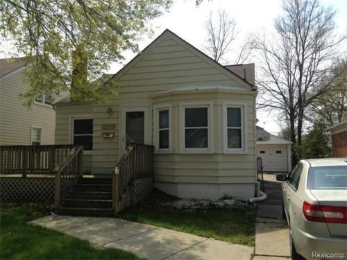 22411 Brittany Ave Photo 1