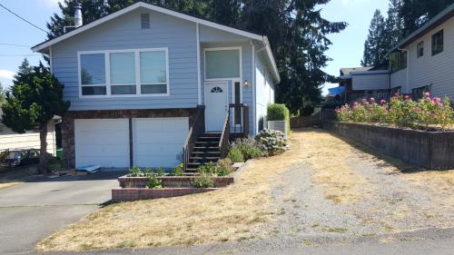 10308 12th Ave NE Photo 1