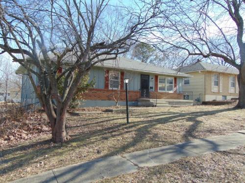 8307 Manning Avenue Photo 1
