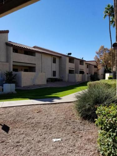 533 W Guadalupe Road Photo 1