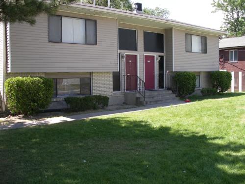 242-248 E Crestone Avenue Photo 1