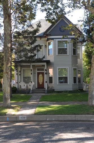 1126 Jefferson Street Photo 1