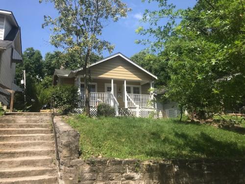 279 N Oakley Avenue Photo 1