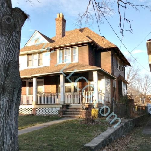 211 E Winona Avenue Photo 1