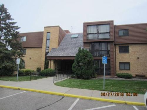 1011 41st Avenue NE #210 Photo 1