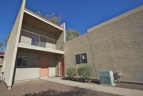Large 2 br/2ba Townhome, All Appliances, Gated Community, Centraly Located.... WOW! Photo 1