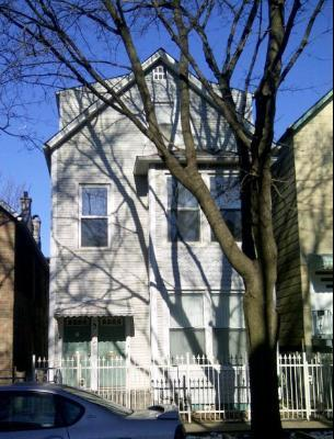 1742 W Roscoe Street Photo 1