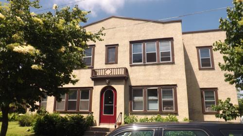 415 Finn Street N Photo 1