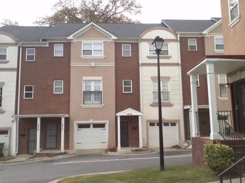 302 Laurel Avenue SW Photo 1
