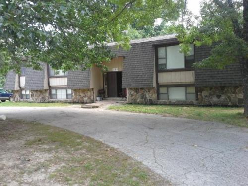 Large 1 Bedroom Close to Lake Norfork! Photo 1