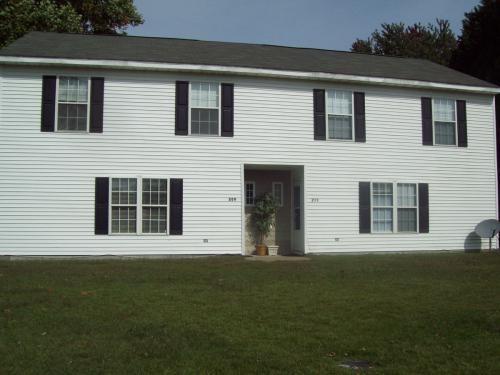 211 S Saratoga St Photo 1