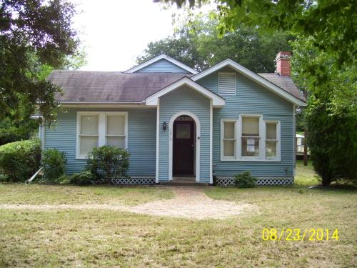 1217 E Goliad Photo 1