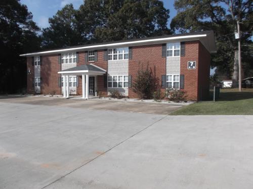 Shady Oak Apartments Photo 1