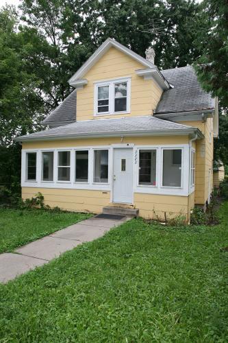 3323 Emerson Avenue N Photo 1