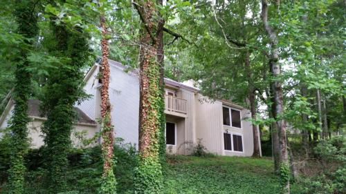 1975 6 Branches Drive Photo 1