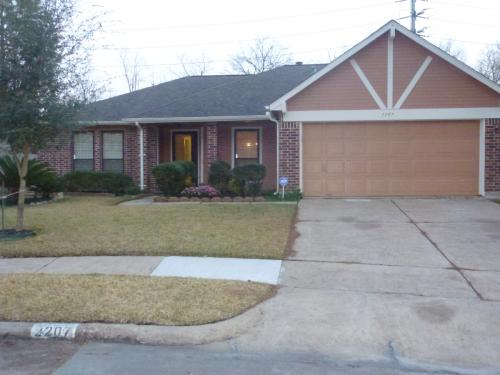 2207 Saradon Drive Photo 1
