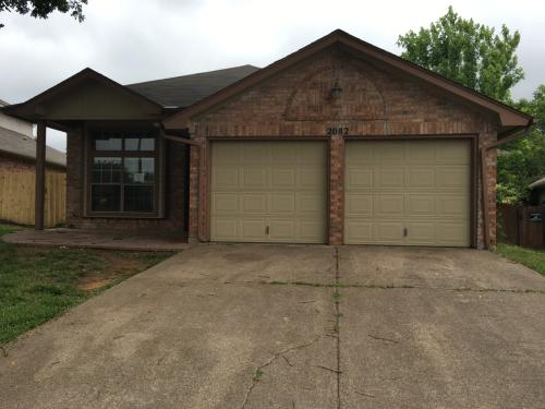 2082 Rodeo Ct Photo 1